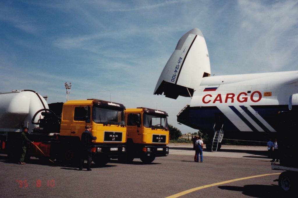1995 Boarding von 2 Suden Lkw Berlin Schönefeld - Taschkent, Usbekistan